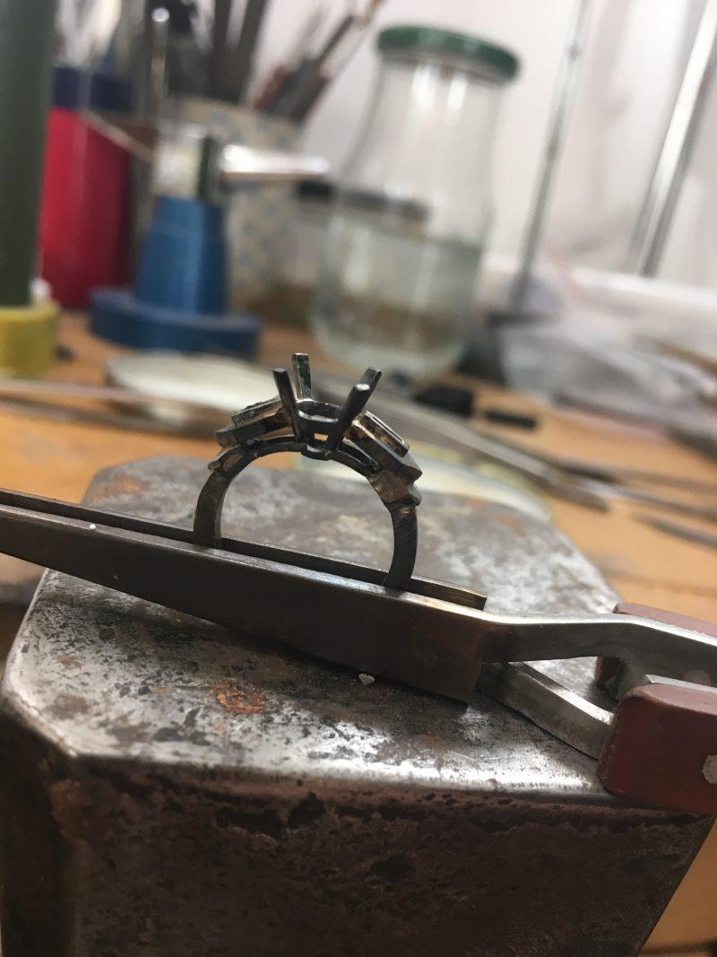 Fabrication d'un bijou à la main